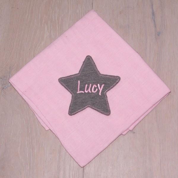 Mulltuch mit Sternapplikation und Wunschnamen rosa/grau (Modell Lucy)