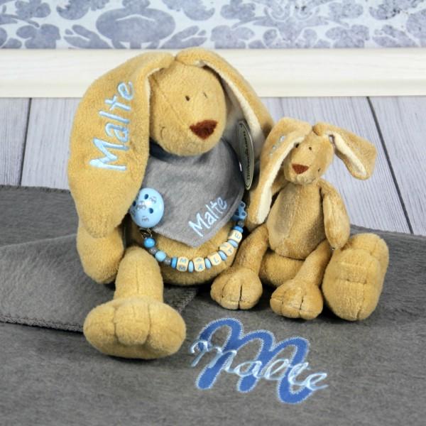 Exklusivset+: Hase, Halstuch, Schnullerkette, Minihase und Deluxedecke mit Wunschname (Modell Malte)