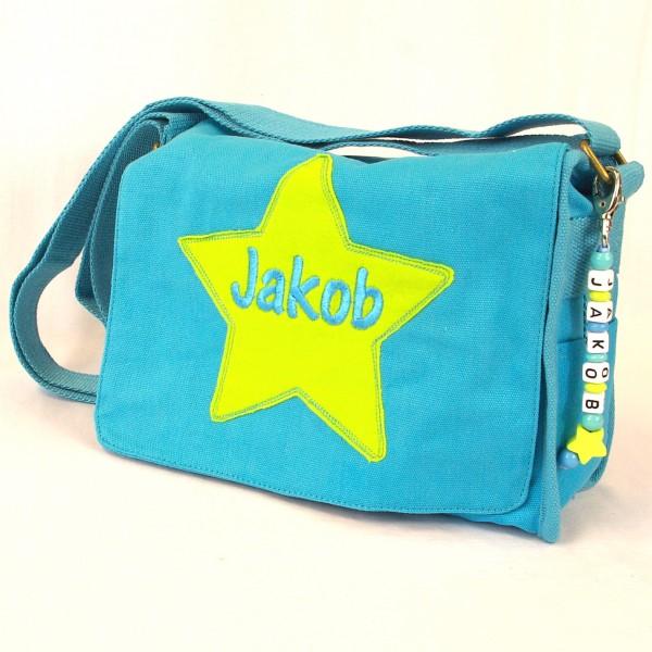 Schultertasche mit Sternapplikation und Name mit Taschenanhänger türkis (Modell Jakob)
