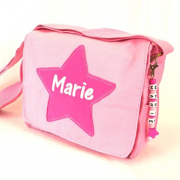 Schultertasche mit Sternapplikation und Name mit Taschenanhänger rosa (Modell Marie)