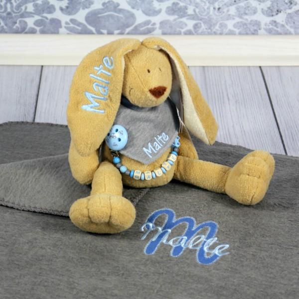 Exklusivset: Hase, Halstuch, Schnullerkette und Decke mit Wunschname (Modell Malte)