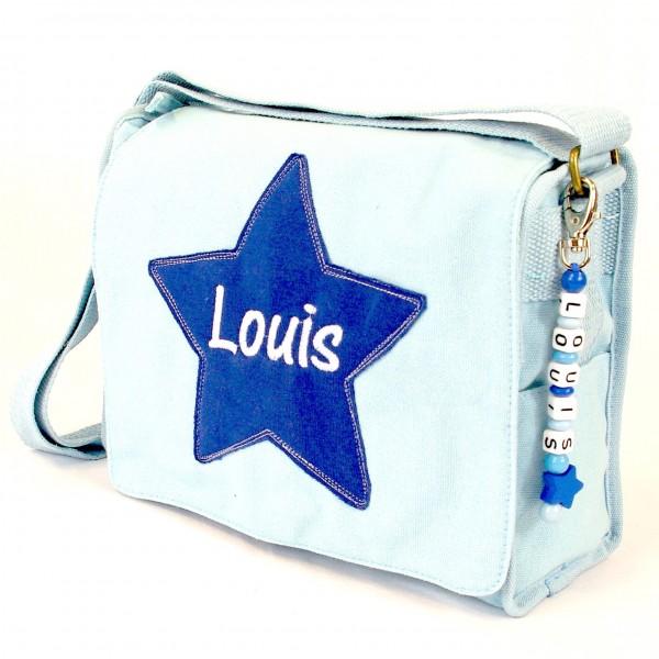 Schultertasche mit Sternapplikation und Name mit Taschenanhänger babyblau (Modell Louis)