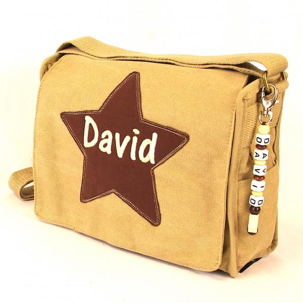 Schultertasche mit Sternapplikation und Name mit Taschenanhänger natur (Modell David)