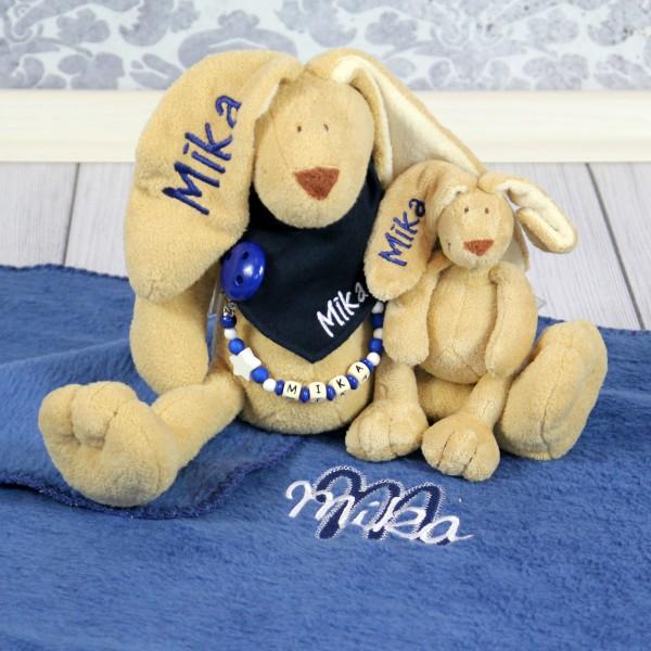 Exklusivset+: Hase, Halstuch, Schnullerkette, Minihase und Decke mit Wunschname (Modell Mika)