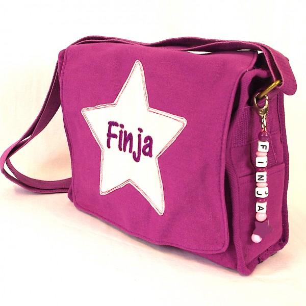 Schultertasche mit Sternapplikation und Name mit Taschenanhänger violett (Model Finja)