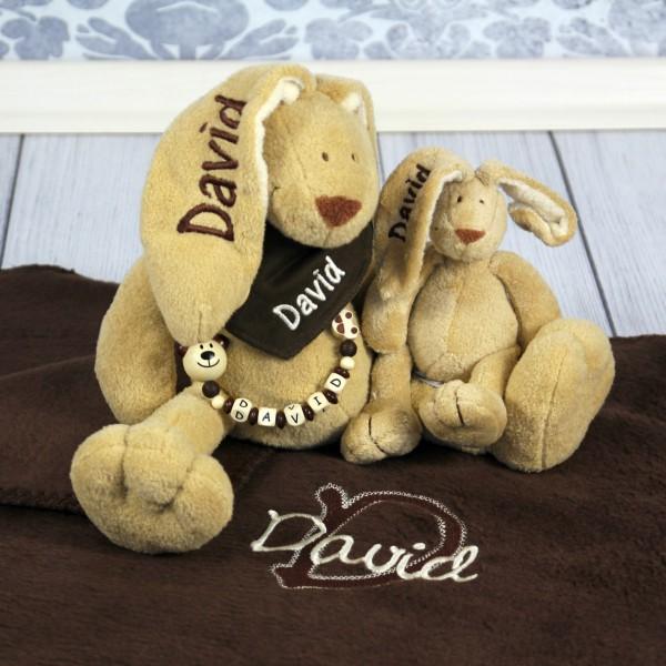 Exklusivset+: Hase, Halstuch, Schnullerkette, Minihase und Deluxedecke mit Wunschname (Modell David)