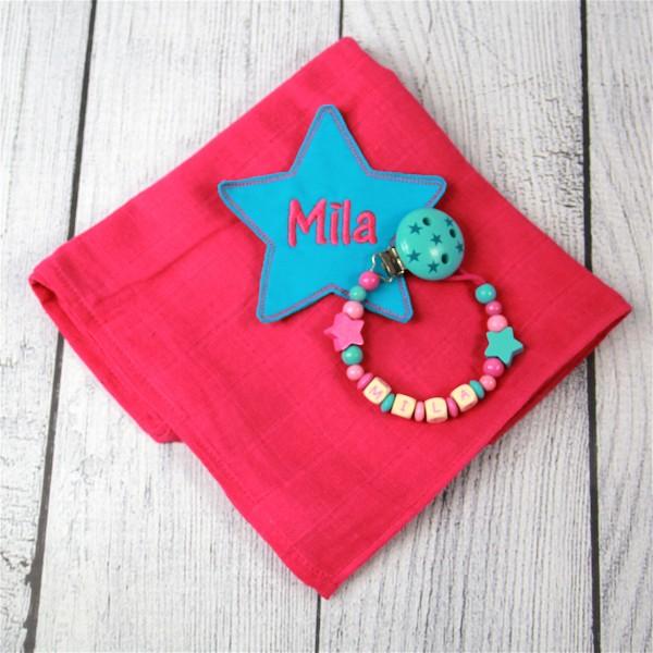 Mulltuch mit Sternapplikation und Wunschnamen und Schnullerkette pink/türkis (Modell Mila)