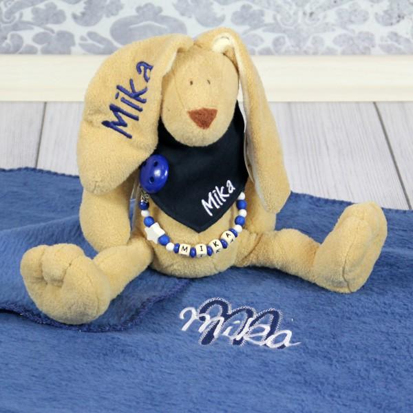 Exklusivset: Hase, Halstuch, Schnullerkette und Decke mit Wunschname (Modell Mika)