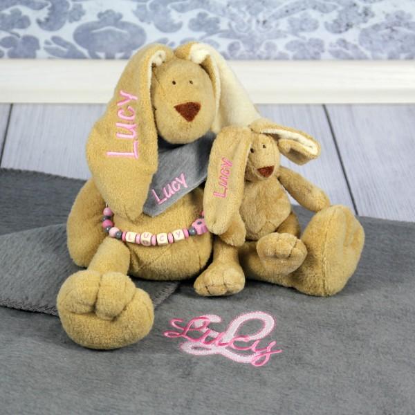 Exklusivset+: Hase, Halstuch, Schnullerkette, Minihase und Decke mit Wunschname (Modell Lucy)