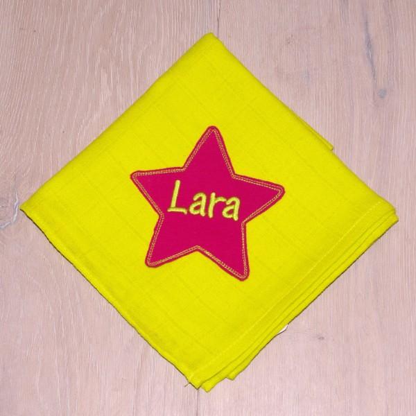Mulltuch mit Sternapplikation und Wunschnamen lemon/pink (Modell Lara)