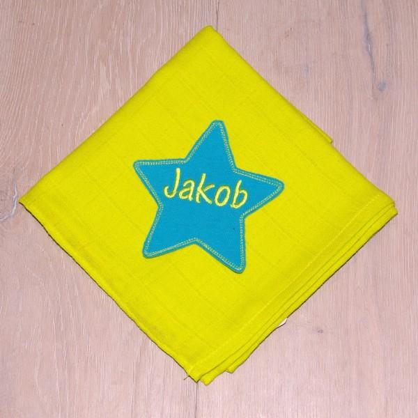 Mulltuch mit Sternapplikation und Wunschnamen lemon/türkis (Modell Jakob)