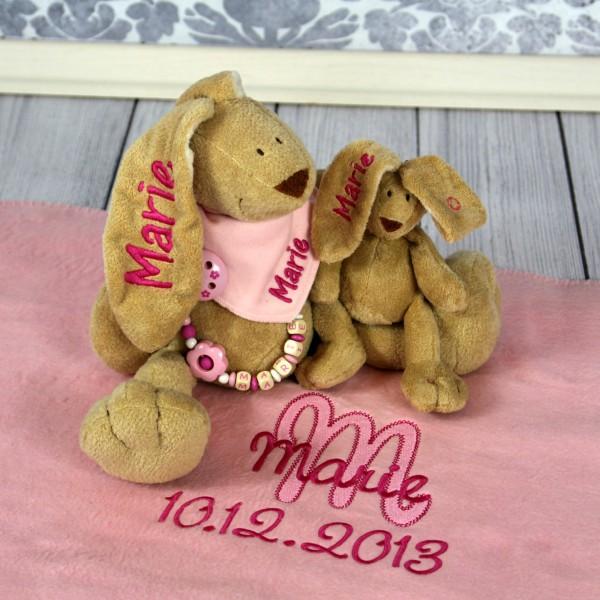 Exklusivset+: Hase, Halstuch, Schnullerkette, Minihase und Deluxedecke mit Wunschname (Modell Marie)