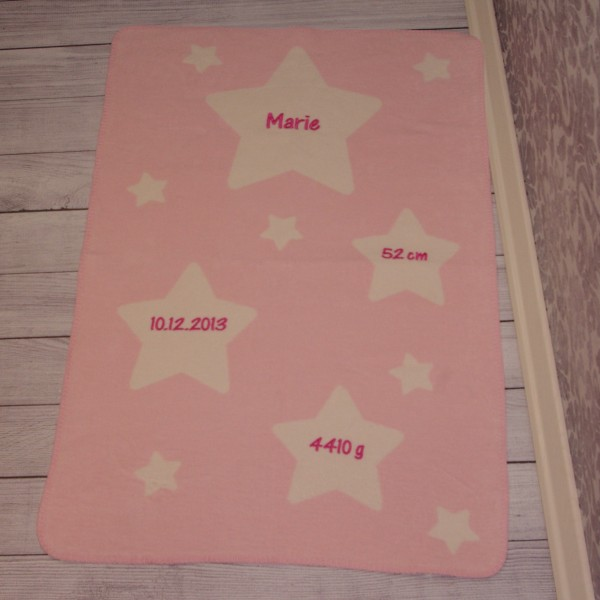 Kuscheldecke mit Wunschname und Geburtsdaten rosa/pink (Modell Marie)
